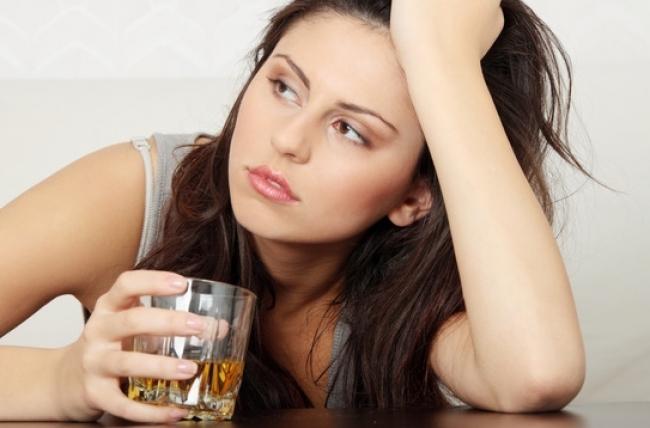 Il marito beve e la testa fa male alla moglie